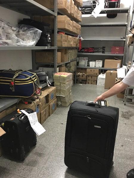 ee77daef2cab9 Uçakta Bavul Kırılırsa? Havaalanında Hasarlı Bagaj Yolcu Hakları ...